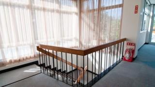 階段の形状は曲がり階段が安全でよい