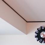 時計をプラスターボードの壁に取り付ける