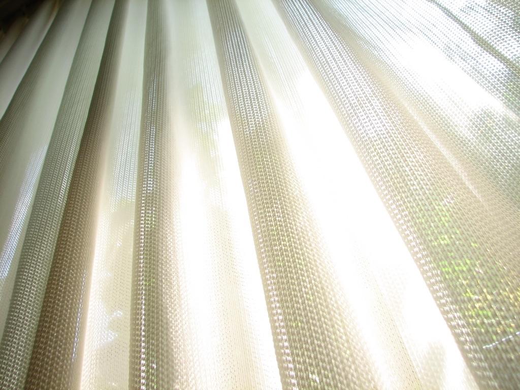 階段の窓にカーテンをつける派?つけない派?